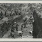 """""""Une tranchée du chemin de fer de Thiès-Kayes"""". Même photographie dans le fonds """"office colonial"""". AOF (n. s.) 545. Il existe aussi un tirage grand format (meuble à plans). [Quatre exemplaires]."""