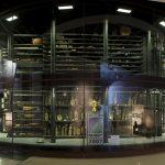 Musée du quai Branly. La mêlée des cultures. Exposition de la coupe du monde remportée par l'équipe de l'Afrique du Sud dans la Tour de verre des instruments de musique au niveau du hall d'entrée. Octobre 2007.